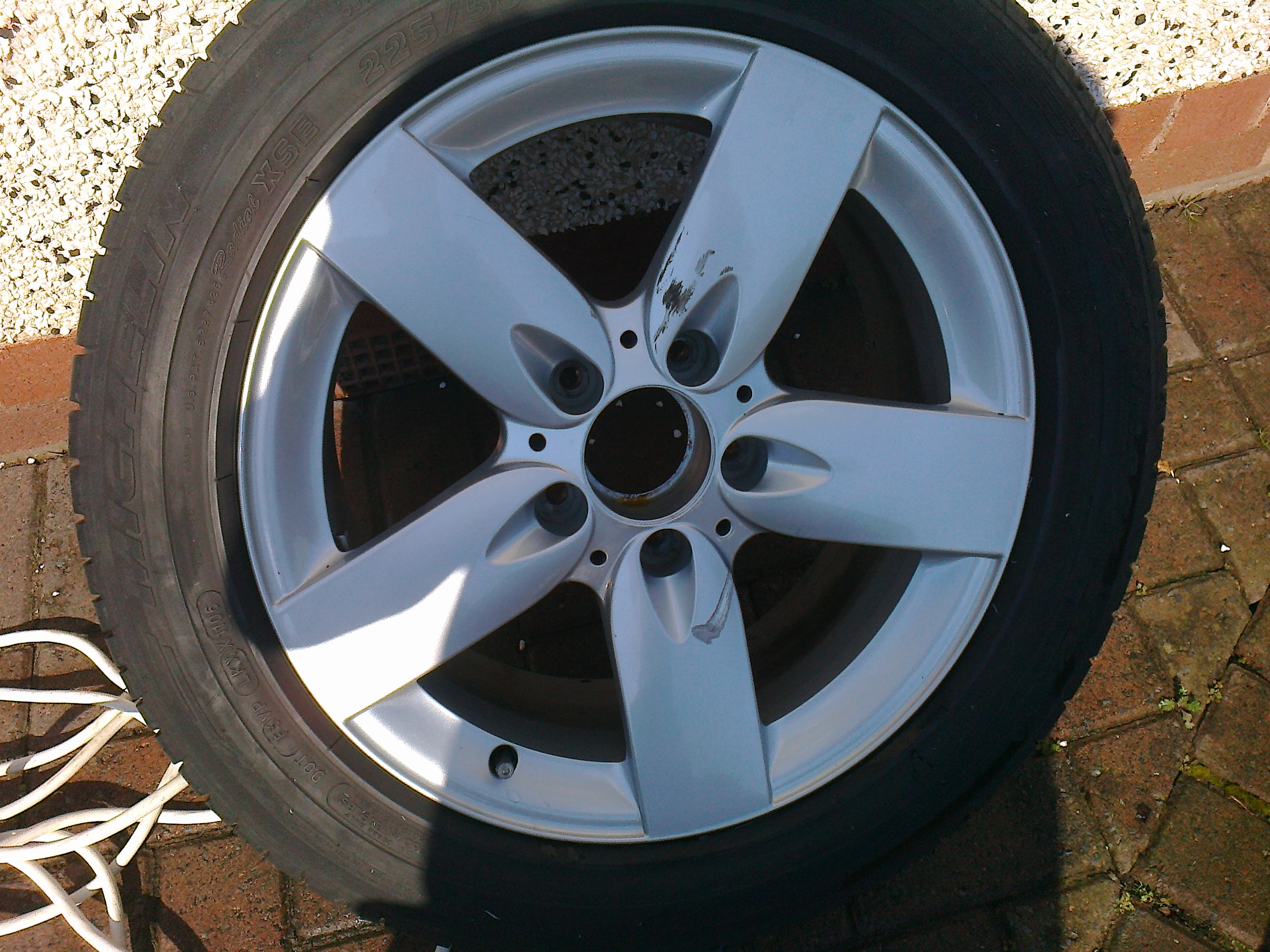 repair-dameg-on-painted-wheel-on-the-face-of-alloy